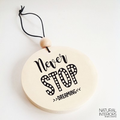 "Dots Lifestyle - ronde houten hanger ""Never stop Dreaming"""